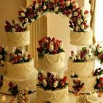 Tort-Nunta-Flori-fantana-frisca-trandafiri